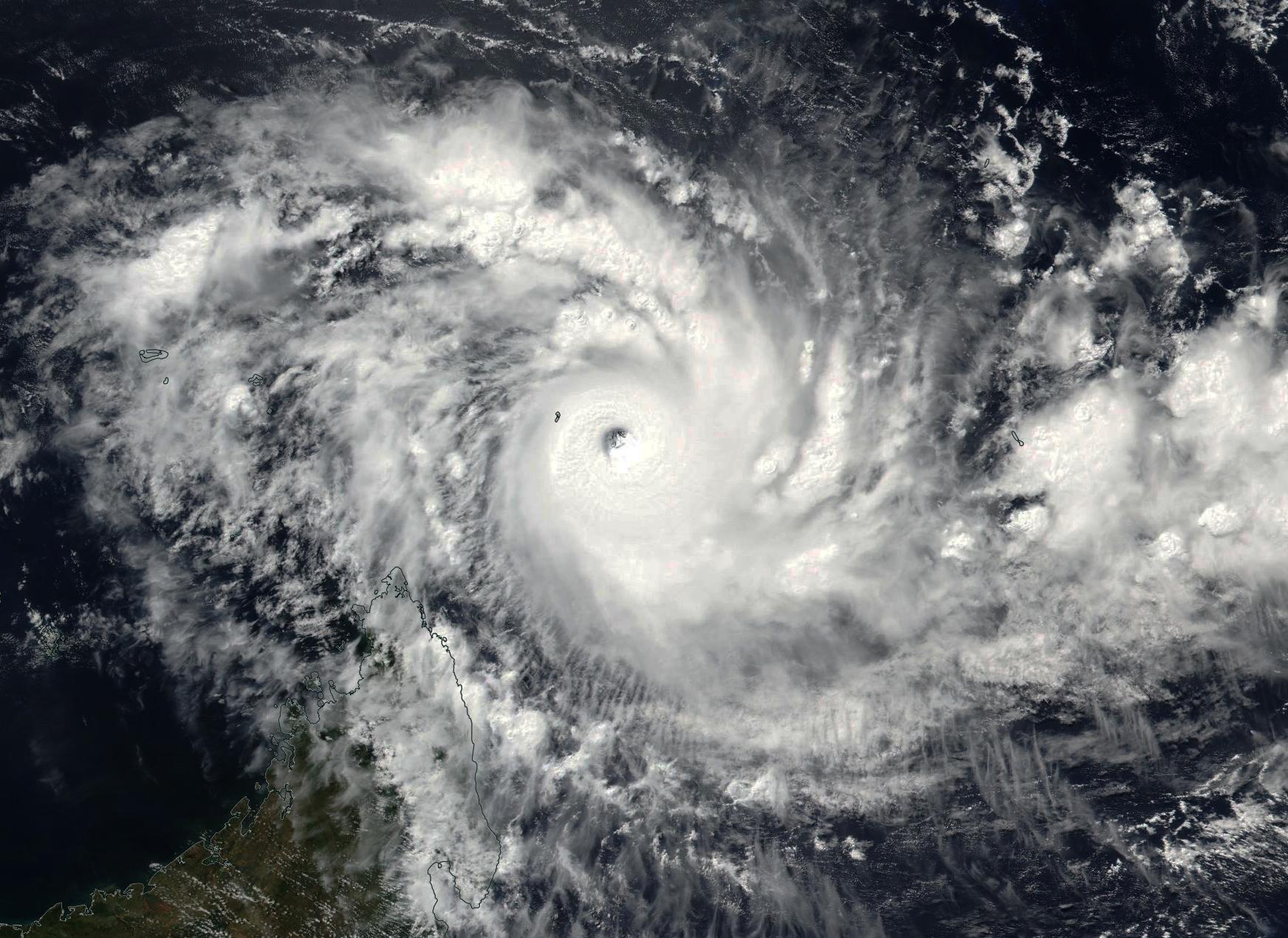 Cyclone Très Intense FANTALA le 17/04/2016-NPP