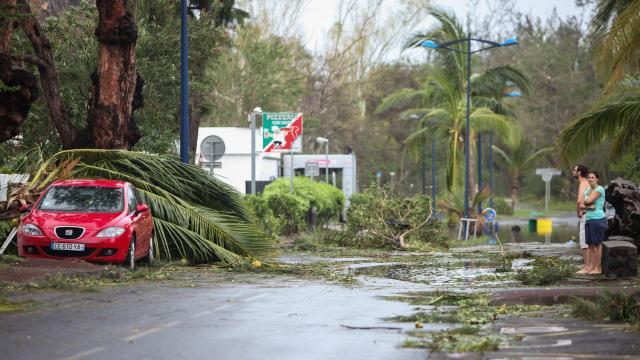 Dégâts après le passage du cyclone BEJISA à la Réunion
