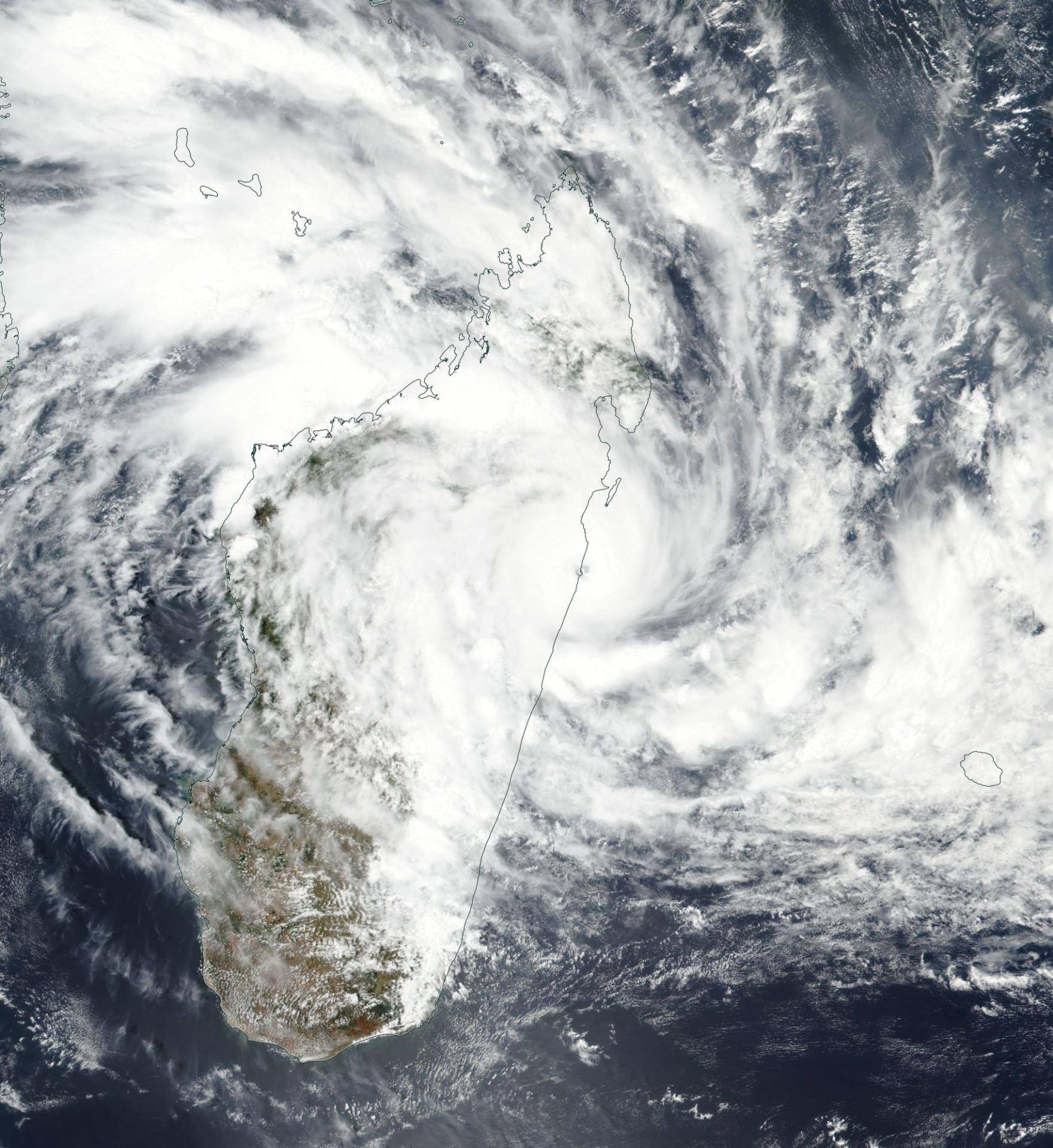 Cyclone Tropical AVA frappant Madagascar le 05/01/2018 (NASA)