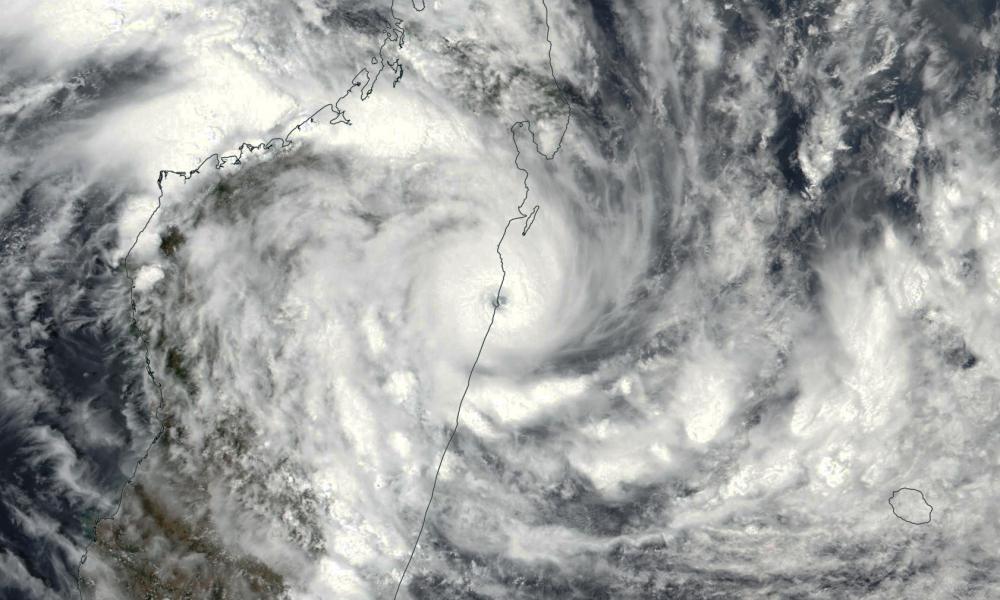 cyclone tropical AVA frappant Madagascar
