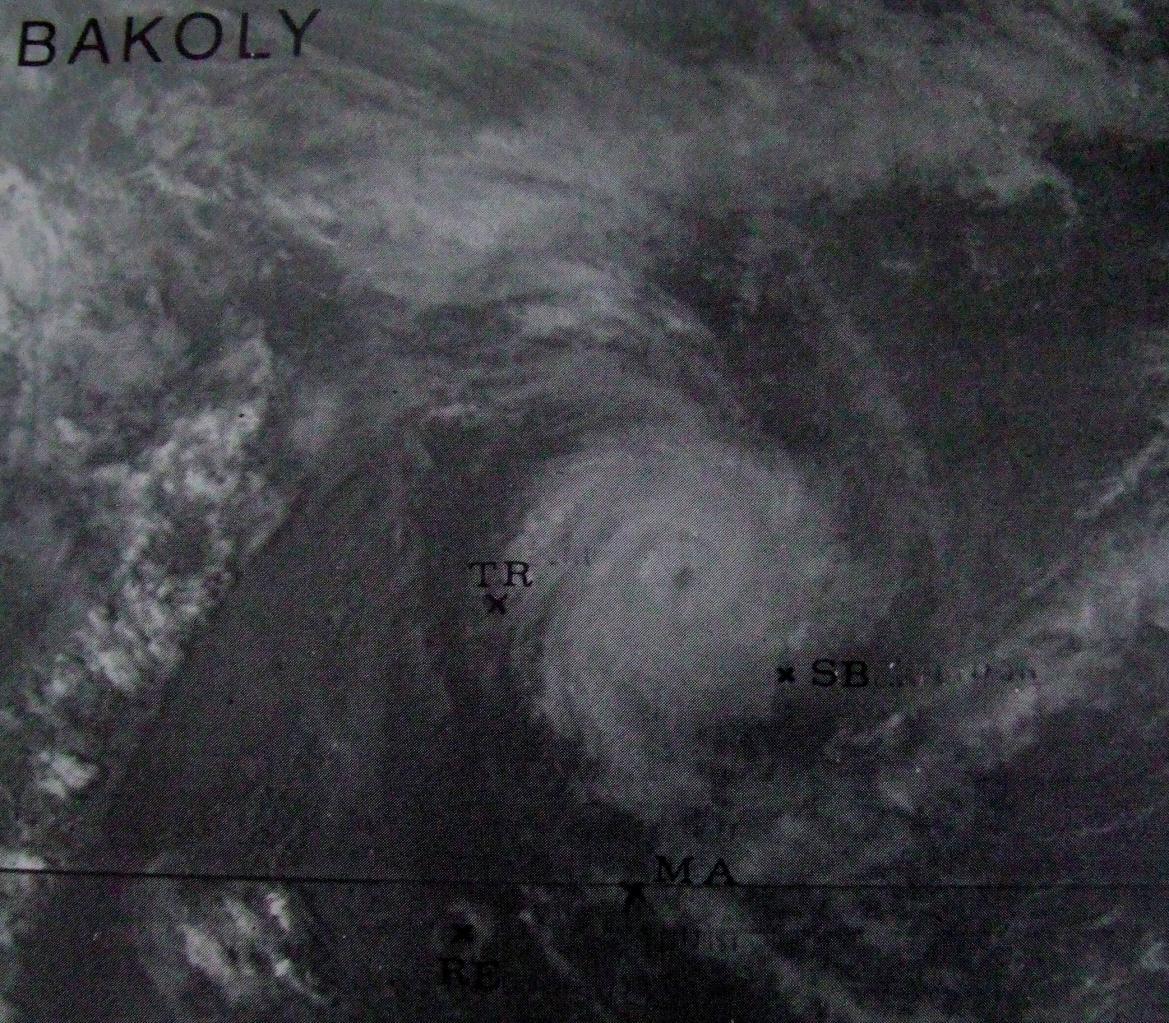 Cyclone Tropical BAKOLY au nord des îles sœurs le 23 décembre 1983 à 1141utc (Météo France)
