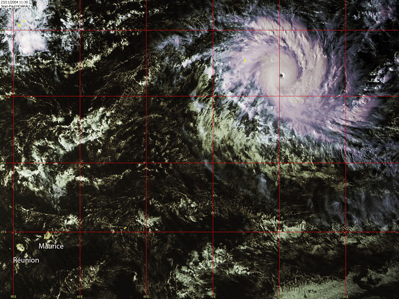 Cyclone Tropical Intense BENTO le 23/11/2004 (JP HOARAU)