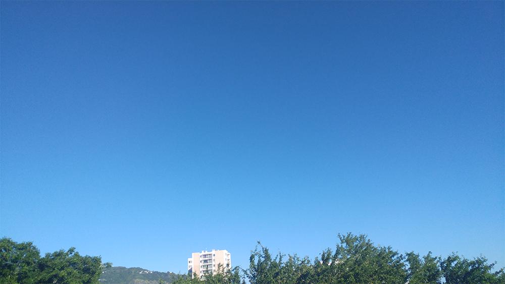 Ciel bleu au-dessus de Saint-Denis de la Réunion - 11/04/2018