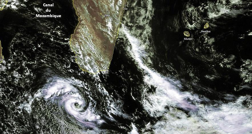 Dépression Subtropicale Bransby au sud de Madagascar le 5 octobre 2016 (Firinga.com)