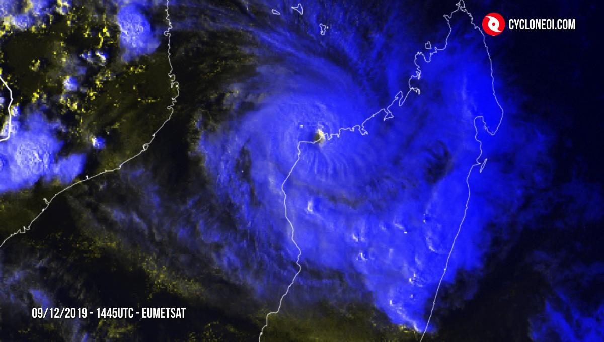 Cyclone belna qui frappe madagascar
