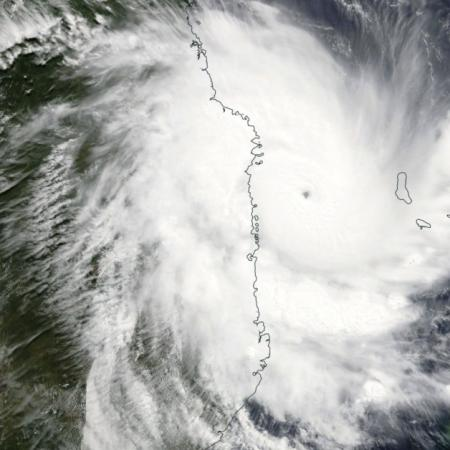 Cyclone intense kenneth