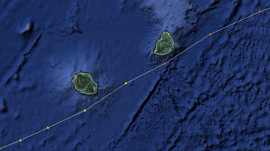 Trajectoire du cyclone tropical Davina au moment de son passage au plus près des îles sœurs (NOAA)