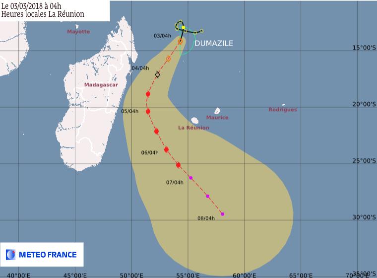 Prévision trajectoire et intensité de Dumazile le 03/03/2018 à 4h (loc) ©Météo-France