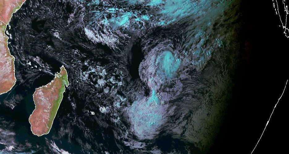 Tempête Tropicale n°1 au nord-est des Mascareignes le 15/09/2018 à 12z