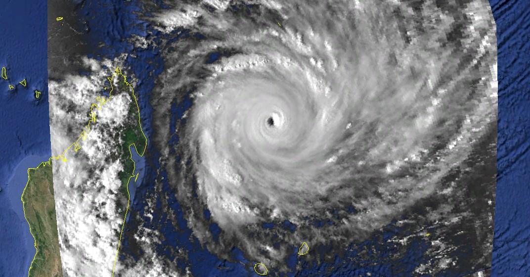 Geralda le 31 Jan 1994 à 12utc (NOAA)