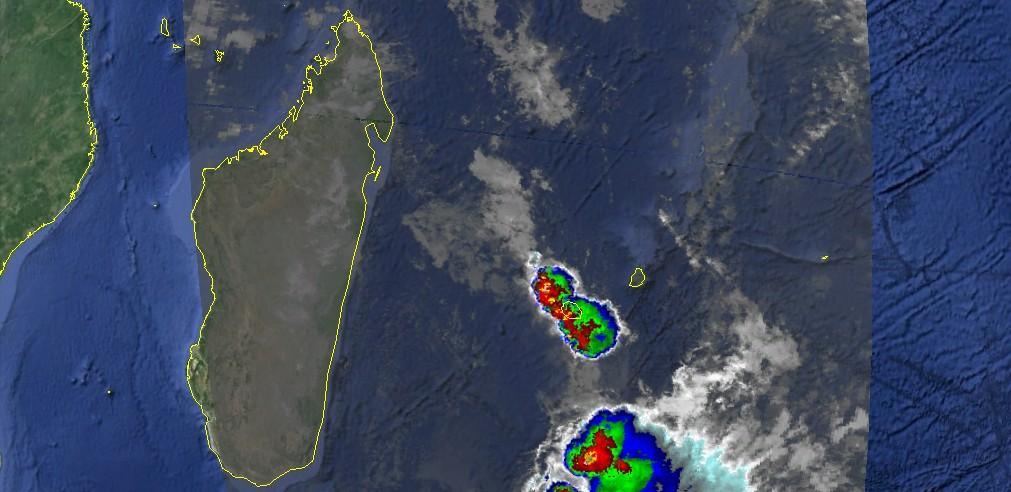Orage sur la Réunion le 100496 a 18utc