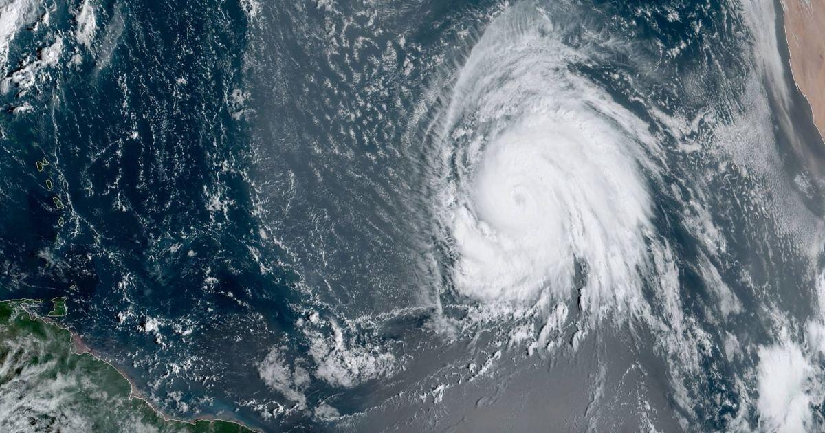 Des rafales jusqu'à 300 km/h — Cyclone majeur Lorenzo