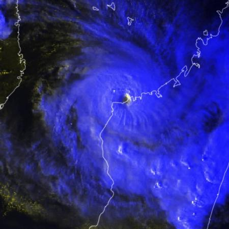 Image cyclone belna qui frappe madagascar