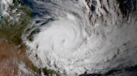 Le cyclone debbie se renforce avant de frapper australie
