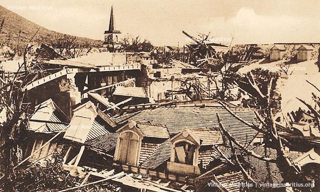 Port Louis 1892, rue de la Poudrière après le passage du cyclone (vintagemauritius.org)