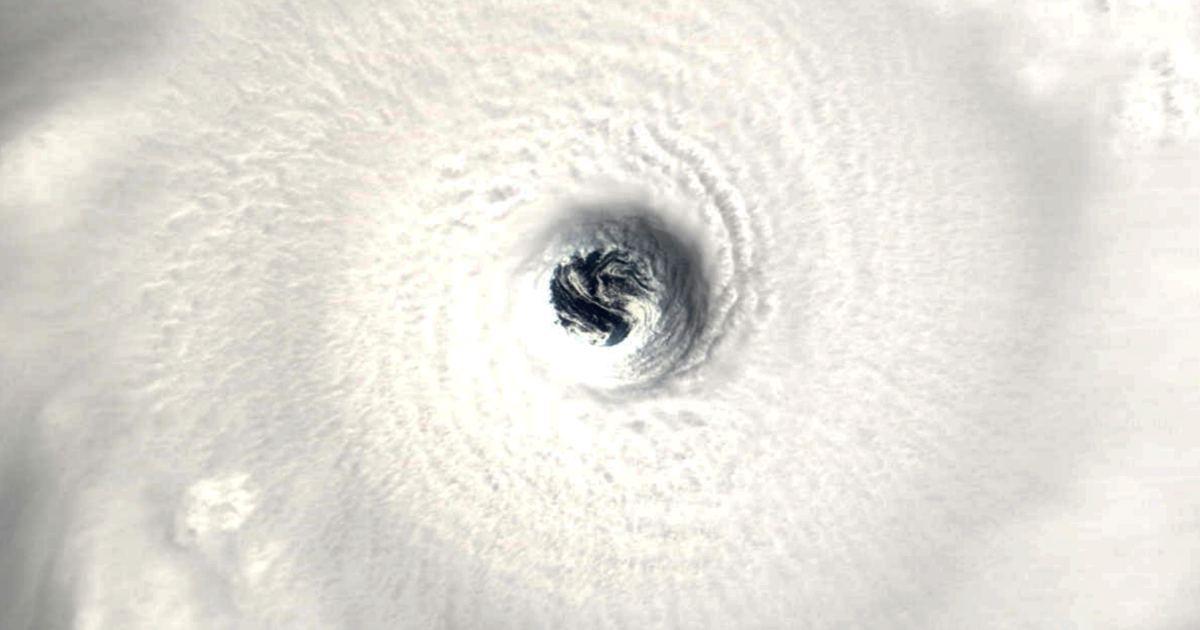 Oeil du cyclone 1