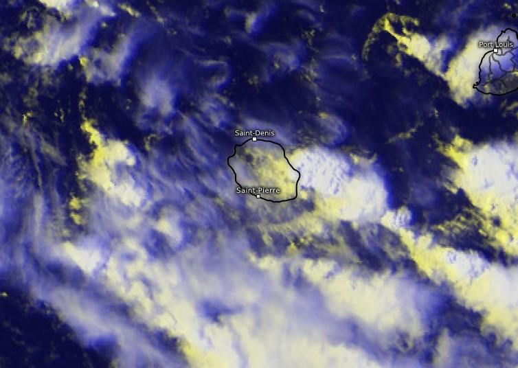 Image satellite zoomée sur la Réunion montrant les orages qui se sont développés sur l'Est de la Réunion (Kachelmann)
