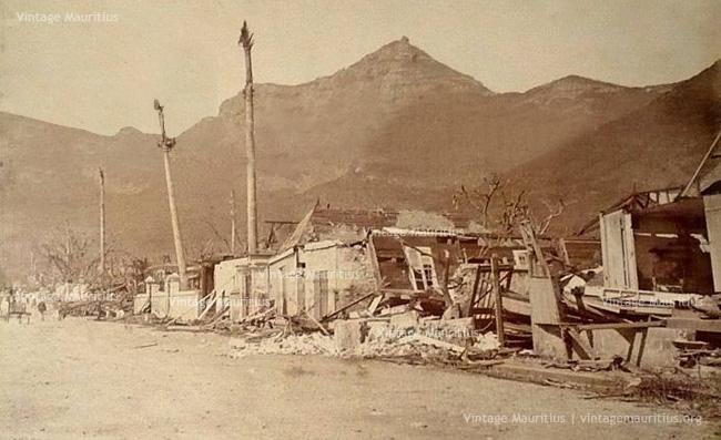 Maisons détruites sur Wellington Street à Port Louis (vintagemauritius.org)