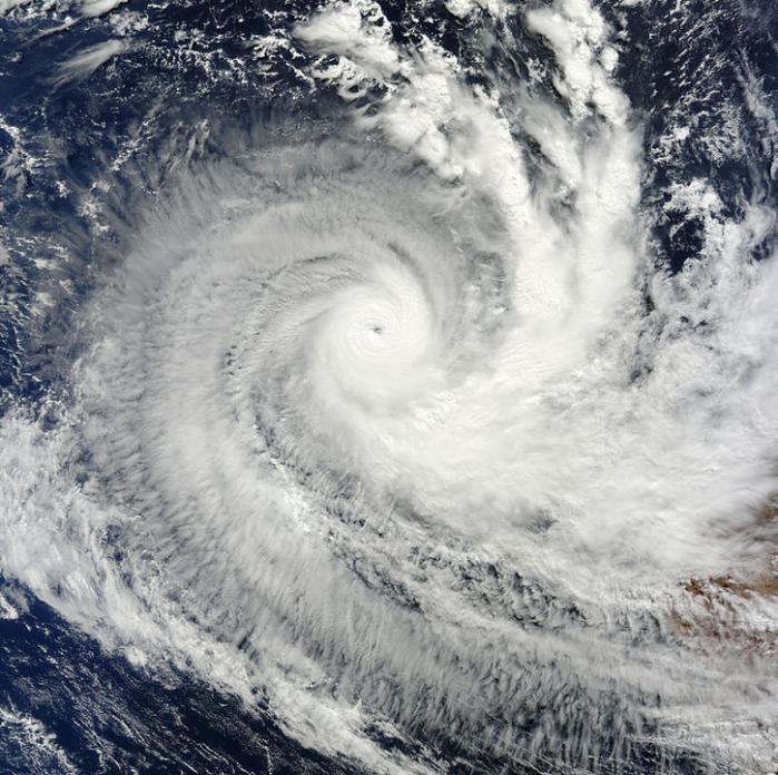Magnifique Cyclone Intense QUANG