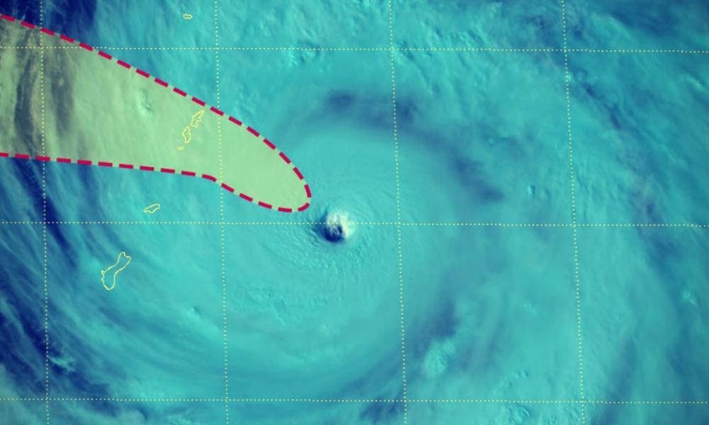Super typhon YUTU en direction des îles Mariannes dans le pacifique ouest