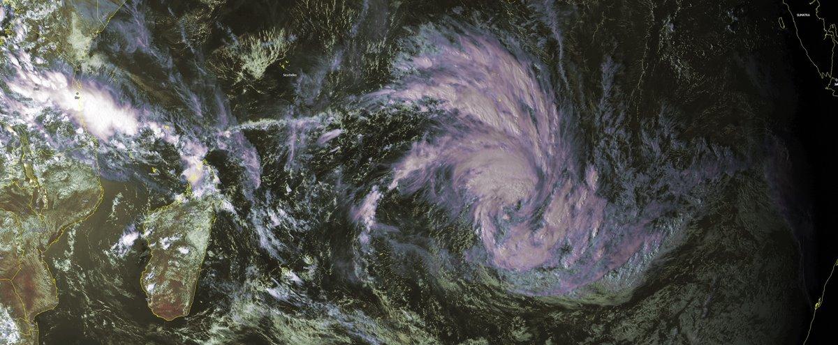 Tempete Tropicale CORENTIN el 21/01/16 à 12UTC
