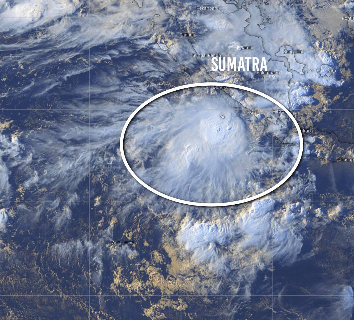 Zone suspecte orageuse sud indonesie