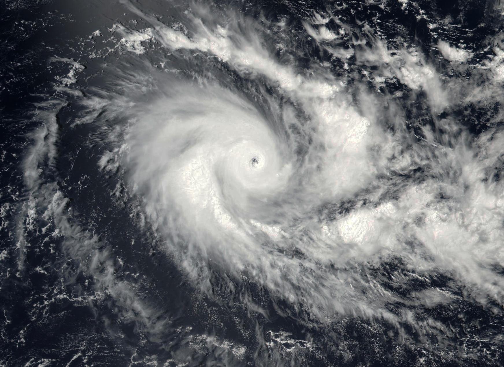 Cyclone Intense ÉMERAUDE le 17/03/2016-NPP