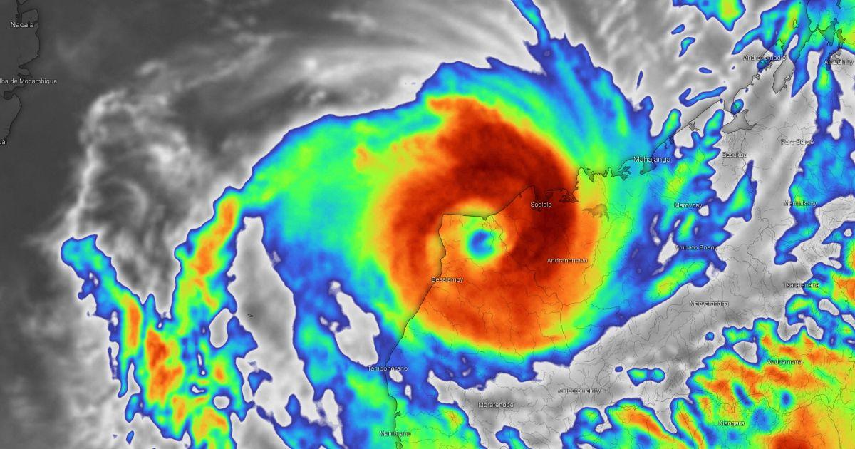 Cyclone belna frappe madagascar
