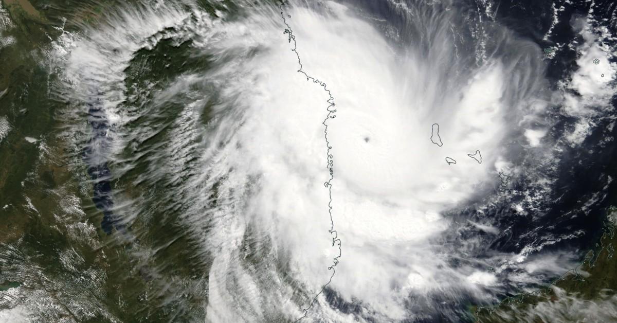Cyclone intense kenneth