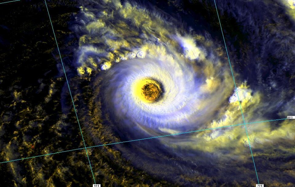 L'oeil immense du cyclone tropical intense DORA (JP Hoarau)