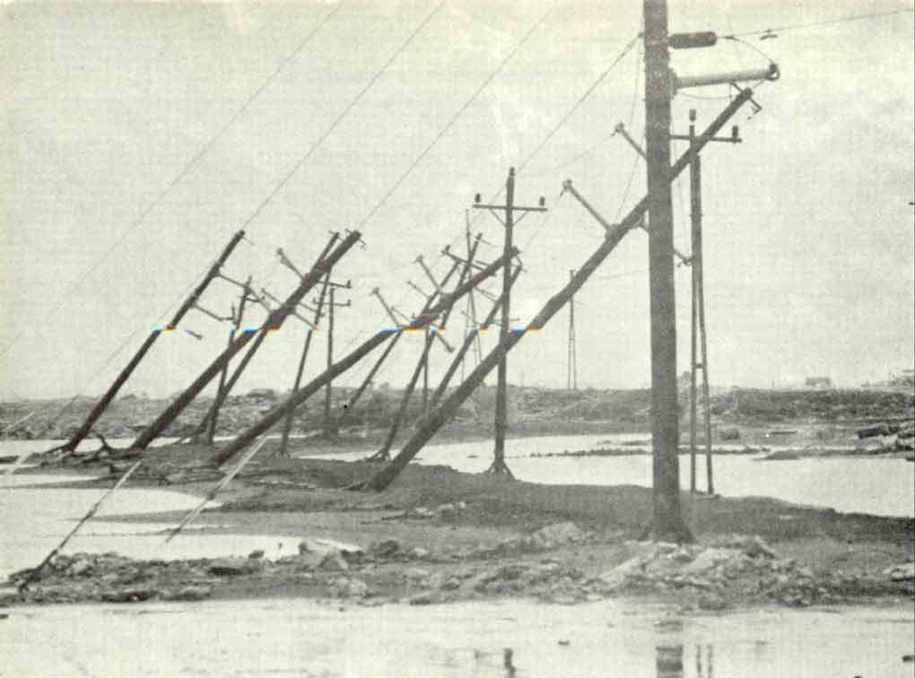 Pylônes électriques endommagés par le vent