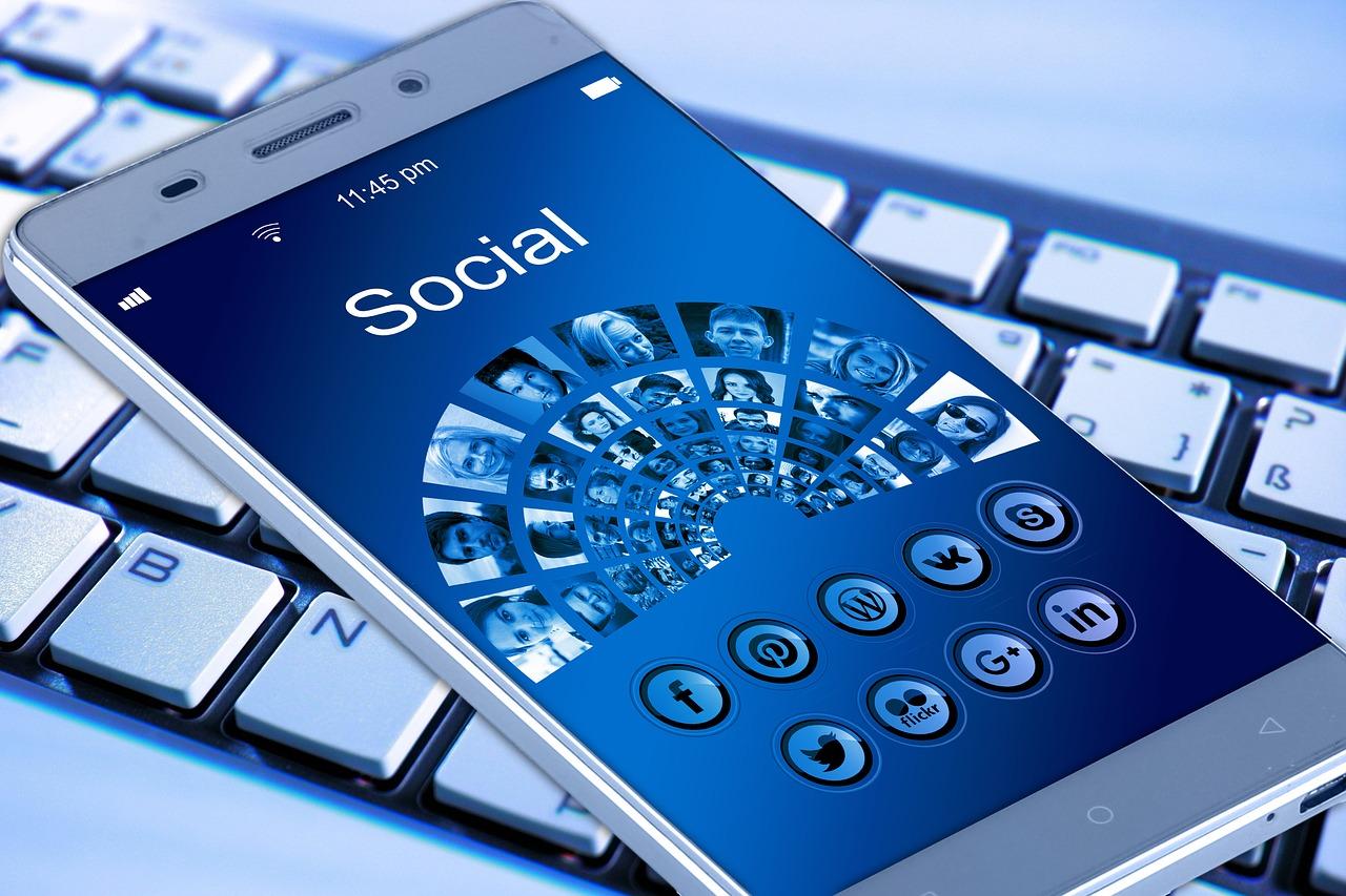 réseaux sociaux cycloneoi