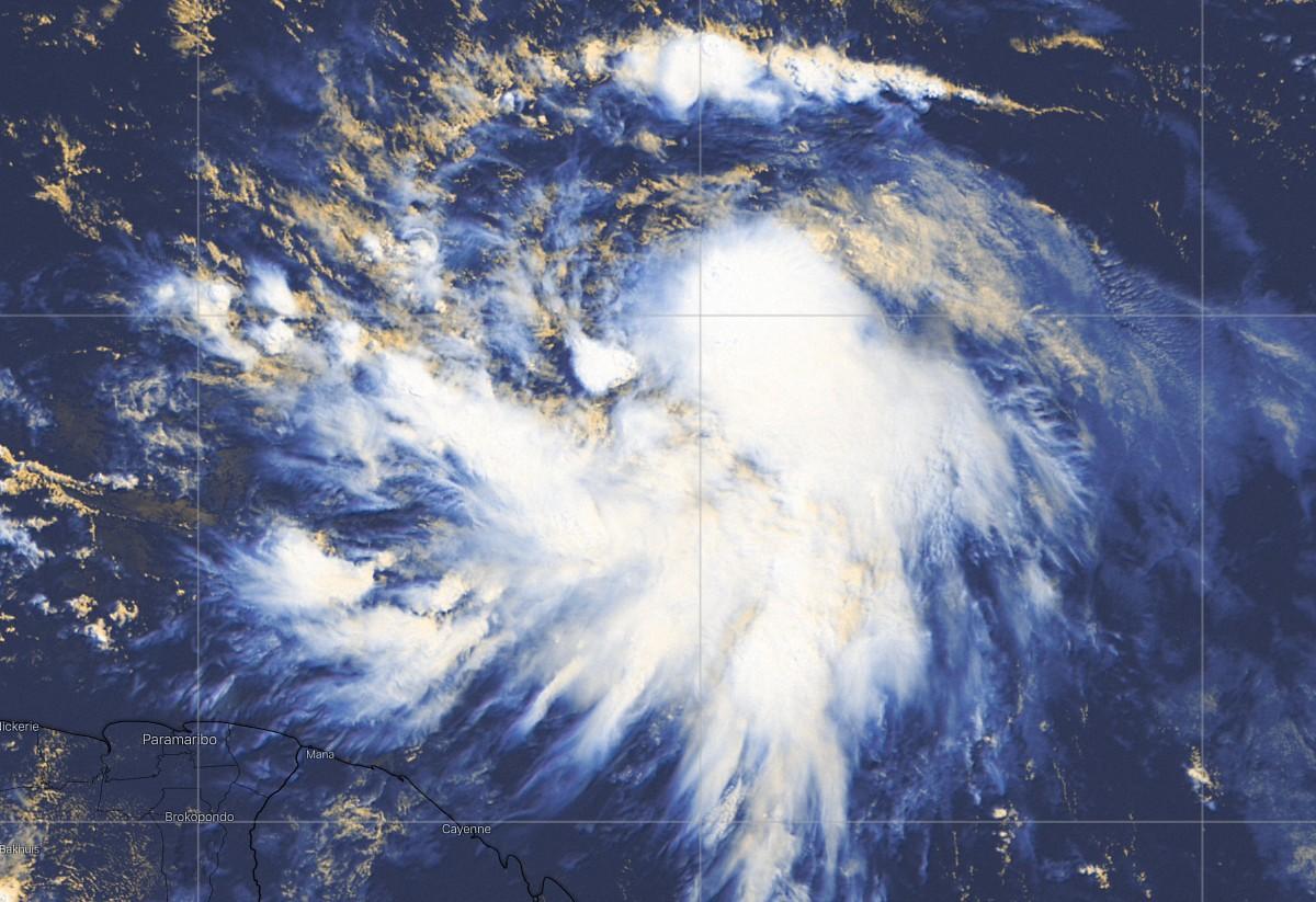 Tempete elsa image satellite